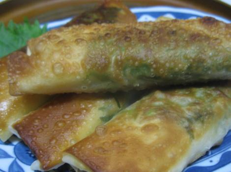 今回は、 春巻き の簡単 レシピ ・ ささみ の梅しそ 春巻き です。冷蔵庫に鶏 ささみ が残っていたので、 ささみ と相性のいい 梅肉 ・ 大葉  ・チーズを巻いて揚げ焼き