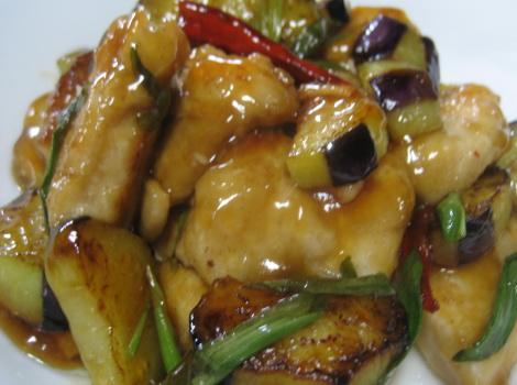 今回は、 鳥胸肉 の レシピ ・ 簡単 鶏胸肉 と なす の唐辛子炒めです。先日買った 鶏胸肉 を使ったビールのおつまみ レシピ です。 鶏胸肉 を柔らかく焼いて、 なす
