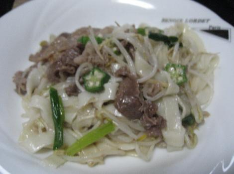 今回は、きしめん の簡単 レシピ ・ 牛肉 と きしめん の おくら 炒めです。近所の方から、名古屋名物の きしめん を頂きました。その きしめん を使って、 牛肉 や